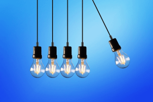 Image representing the news: 1119-0819-A003_Lightbulbs swinging_NL